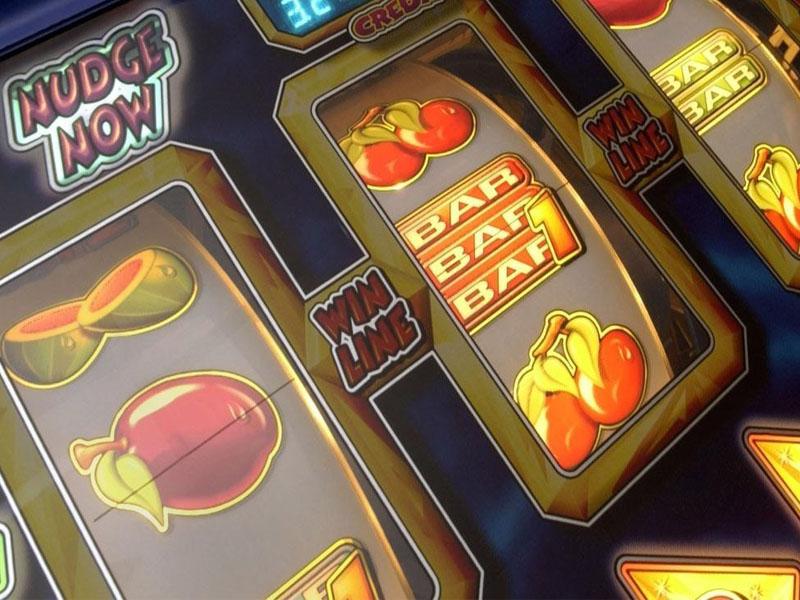 Можно ли решить свои финансовые проблемы, играя на деньги в аппараты «Вулкан»