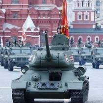 Парад в Москве стал лидером по запросам в Украине